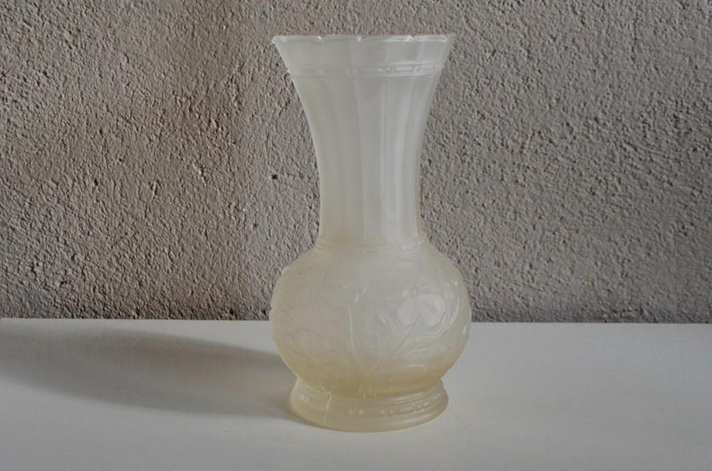 Vase en verre pressé moulé
