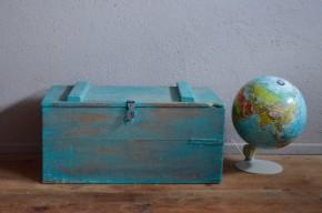 Coffre malle en bois caisse à jouets trésors déguisement enfant vintage rétro bohème patiné antic wooden trunk kid bohemian deco toy box