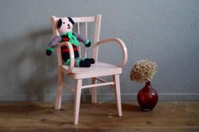 Chaise à accoudoir fauteuil enfant vintage rétro  années 50  Baumann scandinave patinée en rose