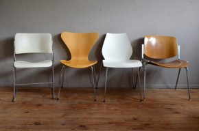 Série de 4 chaises design Arne Jacobsen Vico Magistretti Giancarlo Piretti et David Rowland Fritz hansen et Castelli