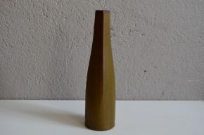 """La fabrique de céramique Rosentahl fait partie de l'histoire de l'art et du design du 20e siècle. Elle éditera quelques uns des modèles les plus modernes issus des travaux du Bauhaus et aujourd'hui encore propose une création innovante et étonnante. Ce joli vase """"soliflore"""" possède une forme élancée, sobre de forte inspiration naturaliste et scandinave."""