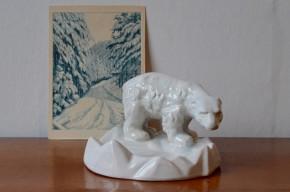 C'est un ours of course! Ce joli vide poche animalier est une production danoise des ateliers de céramique Michael Andersen and sohn. D'un blanc immaculé la céramique est d'une belle finesse qui témoigne d'un réel savoir-faire artisanal.
