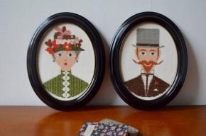 Réalisés en canevas sur toile et joliment encadrés ses deux personnages sont des plus charmants et rétro. Dans un esprit bel époque ce joli couple constitue une déco murale pleine de malice et de facétie.