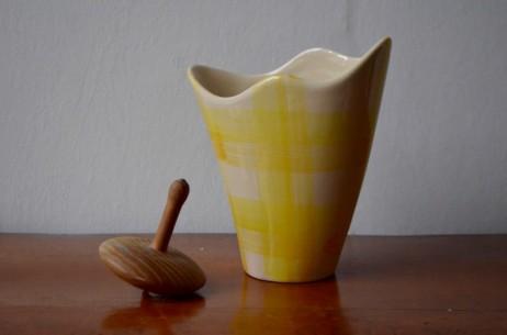 Vase Blanc Bay années 60 70 allemand signé W germany numéroté mouchoir forme libre jaune et blanc
