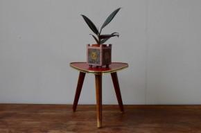 Guéridon vintage tripode porte plante vintage années cinquante rouge ancien décoration chevet petite table