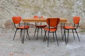 Lignes pétillantes et originales pour cette table de cuisine aux accents seventies! Son piétement Eiffel est sublime, lui conférant dynamisme et légèreté. En métal noir, voici un détail rétro très actuel! Son plateau est grand et permettra d'accueillir confortablement jusque 6 convives. En mélaminé imitation bois, il est en parfait état : brillant, lumineux, sobre, et très pratique pour une utilisation quotidienne. Associée à des chaises en formica® ou en skaï coloré, nous sommes en présence d'une table rétro à la personnalité bien trempée!