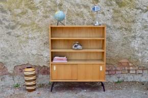 Bibliothèque moderniste années 60 piétement tubulaire mobilier enfant étagères bois clair vintage rétro sixties bookcase library french kid furniture