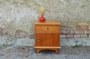 Chevet vintage rétro moderniste bois clair scandinave pieds compas années 50 chambre enfant