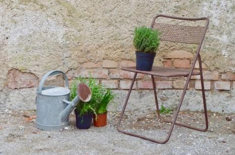 Chaise pliante en métal acier et tôle perforée extérieur style indus vintage usine ancienne