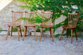 Ce très joli lot de chaises Baumann des années 60 est d'un charme subtil… Hêtre chaleureux et haut de dossier « moustache » pour le côté bistrot, on ressent pourtant l'influence scandinave. Piétement compas et lignes du dossier apportent finesse et élégance à l'ensemble. Faciles à intégrer, elles feront pétiller la cuisine comme le salon!