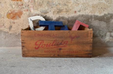Coffre à jouets panier à linge caisse en bois chocolat poulain publicitaire
