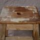 Tabouret de ferme ancien en bois patiné style rustique primitif France
