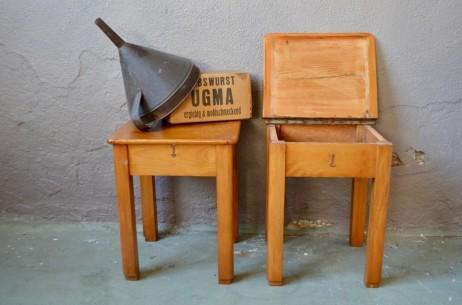 Nous aimons beaucoup ces petits tabourets des années 50 tout en bois! On y rangeait autrefois pâte à cirer, chiffons lustrants, ces tabourets de cirage renfermeront désormais petits secrets et grands trésors… Chevet, porte -plantes, bout de canapé, ils ont plus d'un tour dans leur coffre…