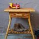 Chevet desserte guéridon petit bureau enfant rotin bohème années 60 vintage rétro rattan furniture dide table sixties bohemian deco