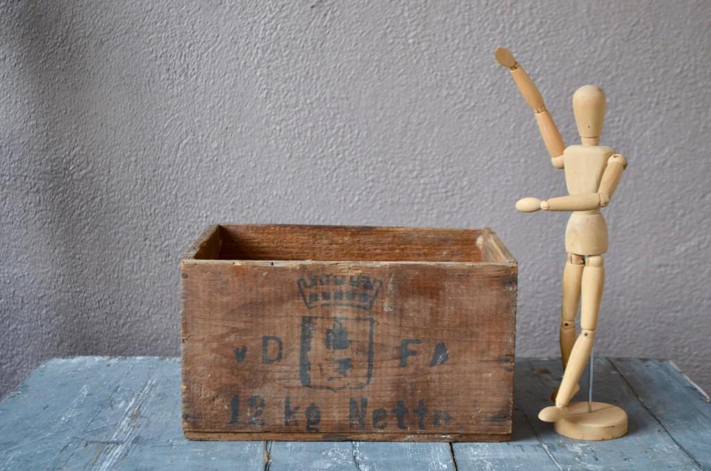 Caisse en bois au blason VDFA