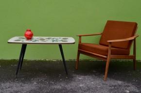 Table basse cocktail vintage années soixante graphique motifs floraux stylisés