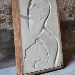 Sculpture moderniste sur panneau de plâtre