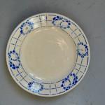Assiettes vintage rétro dépareillées bohème vaisselle ancien style ferme rustique art de la table