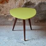Guéridon vintage vert tripode porte plante vintage années cinquante rouge ancien décoration chevet petite table
