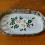 Petit plat ancien porte savon en faïence fleurs art de la table style bohème