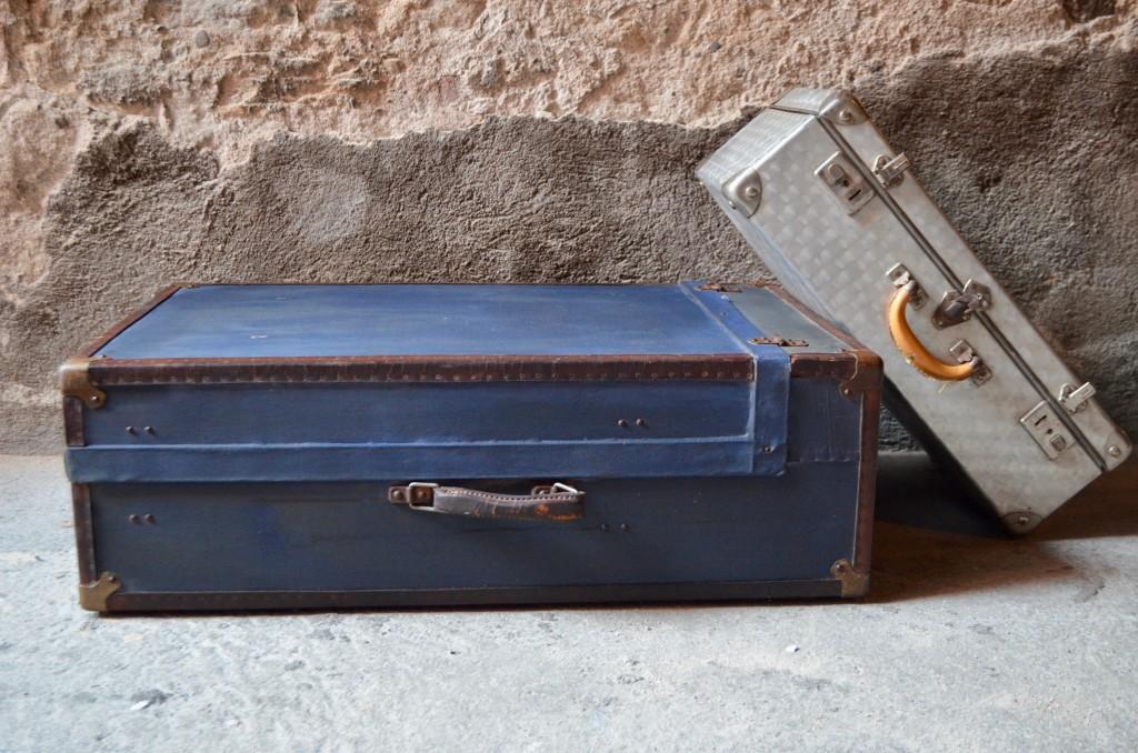 Malle cabine ancienne bleue décoration voyage valise ancienne