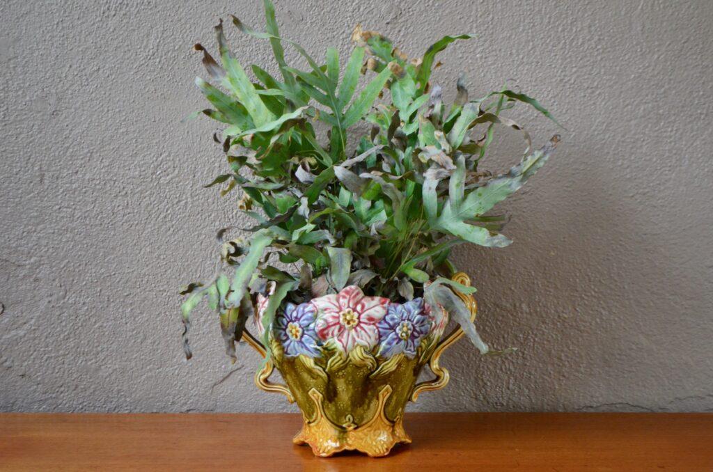 Cache-pot Art Nouveau en barbotine