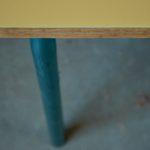 Pupitre bureau d'écolier vintage rétro années 60 jaune piétement tubulaire pop mobilier chambre enfant idée cadeau