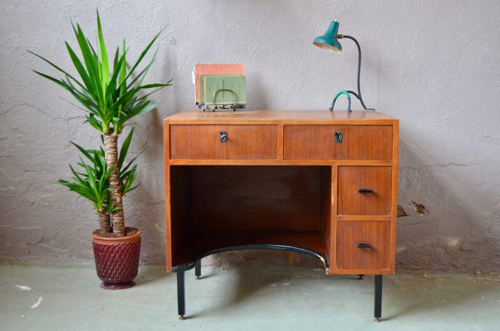 Bureau midcentury vintage compact et forme cubique travail français 1960