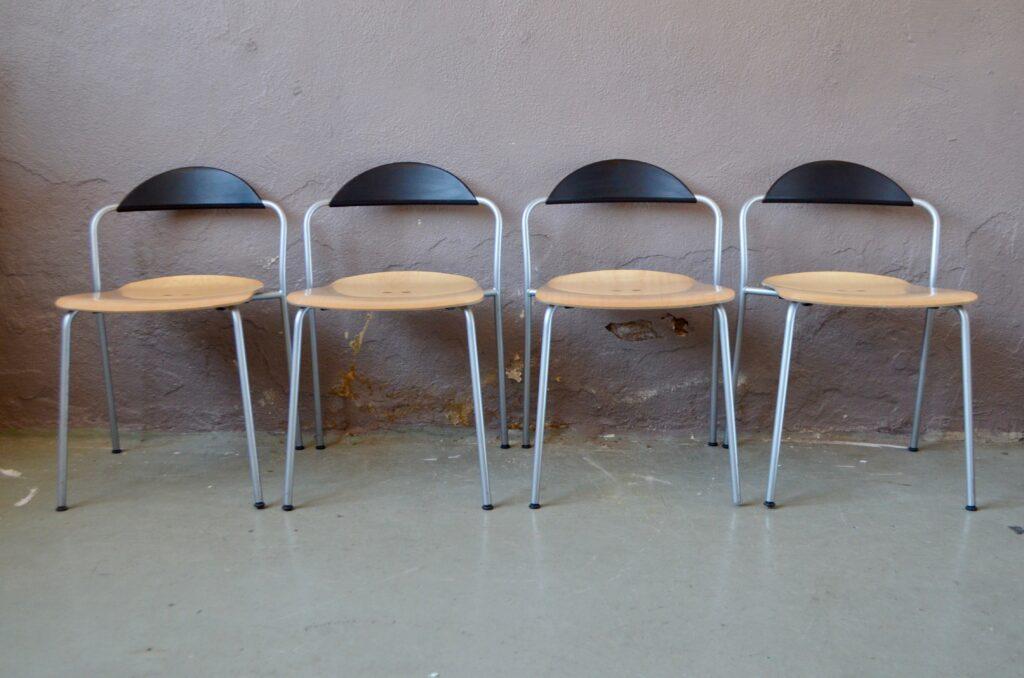 Série de 4 chaises Vico Magistretti