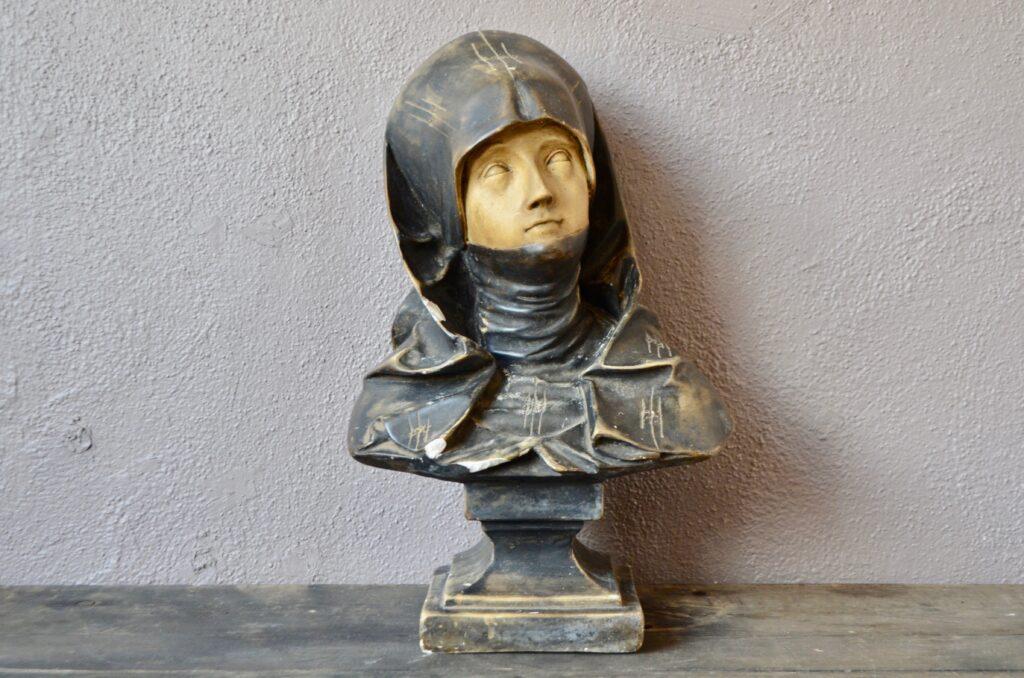 Buste de femme polychrome