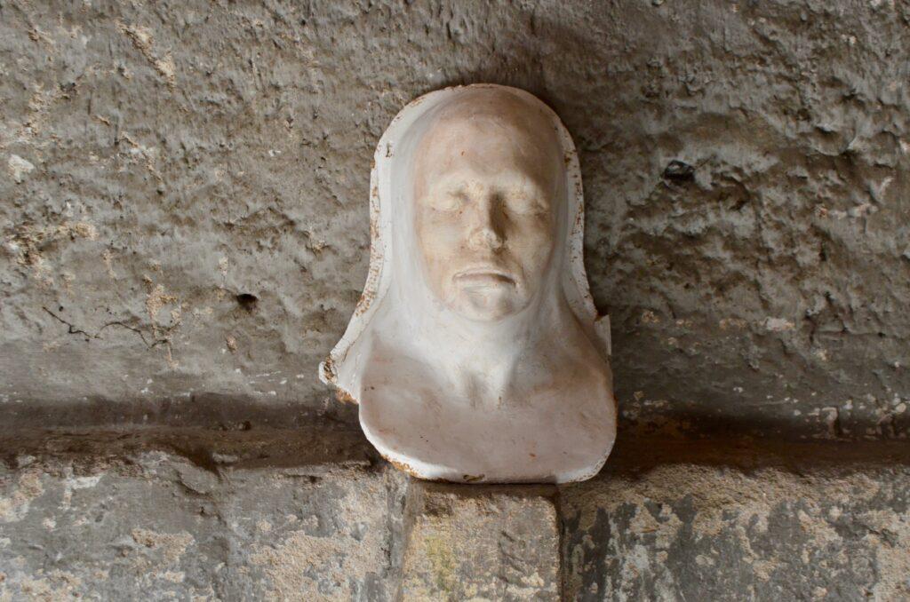 Masque en platre moulé
