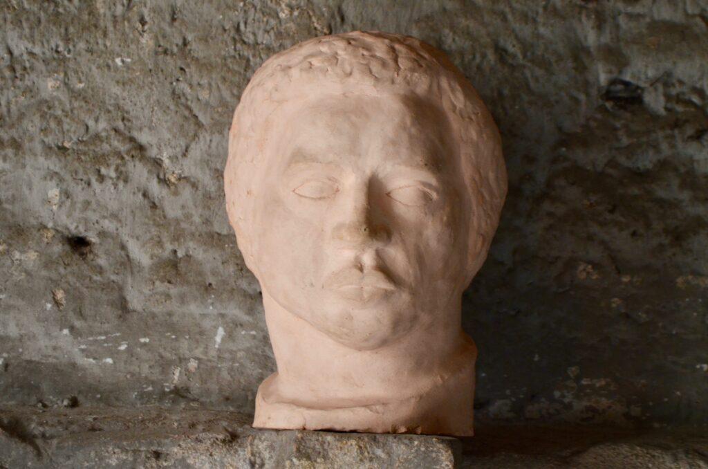 Tête d'homme sculptée