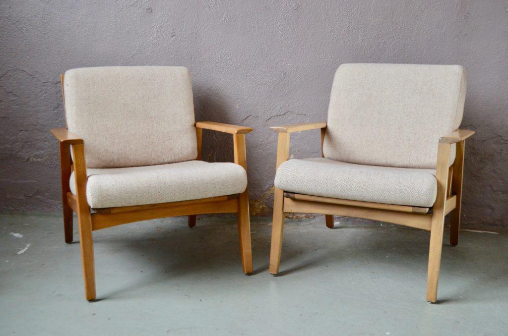 Paire de fauteuils Eskil