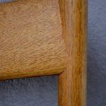 Chaises en bois et sangle design minimaliste brutaliste