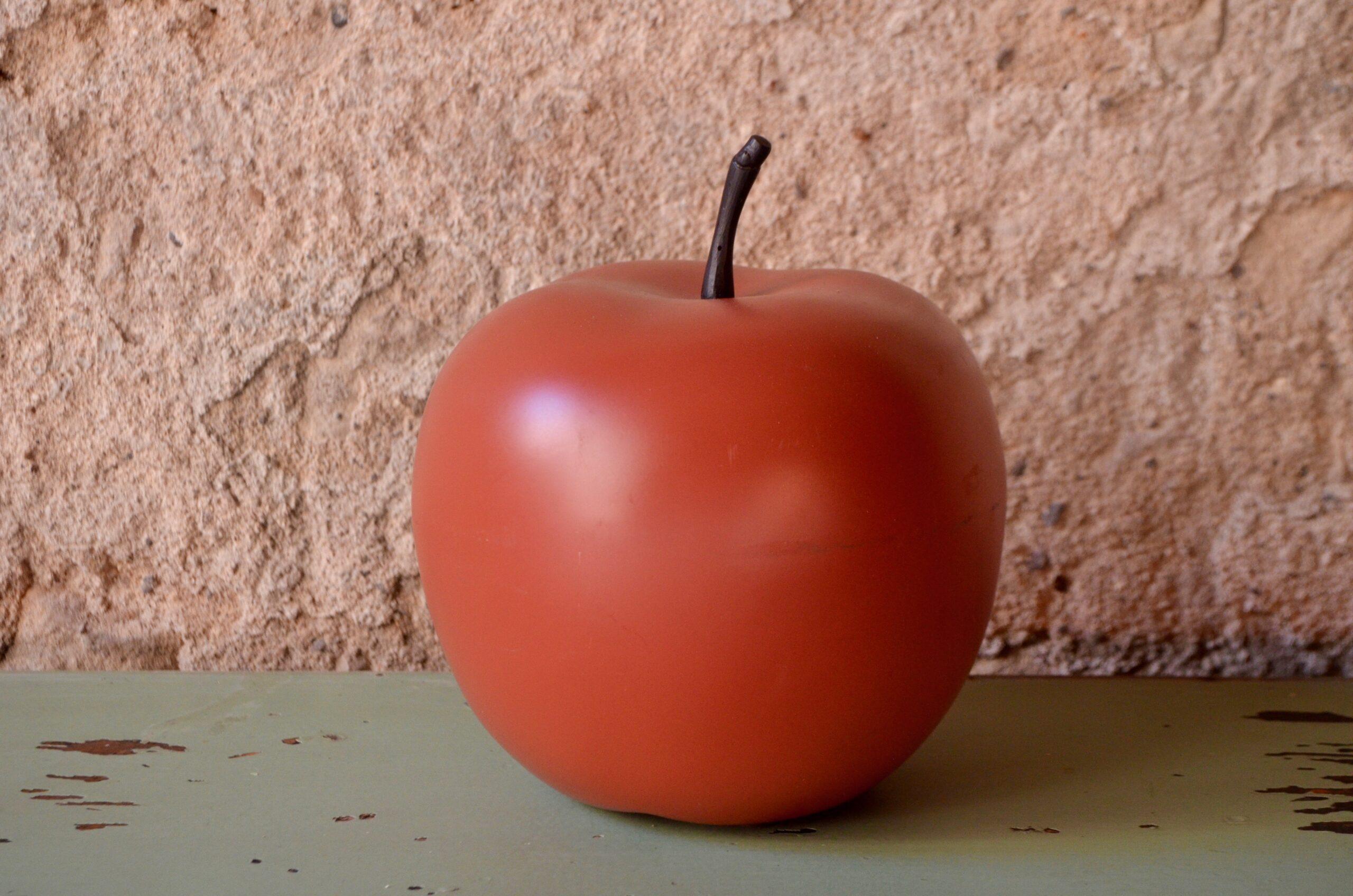 Pomme vintage en plastique objet déco