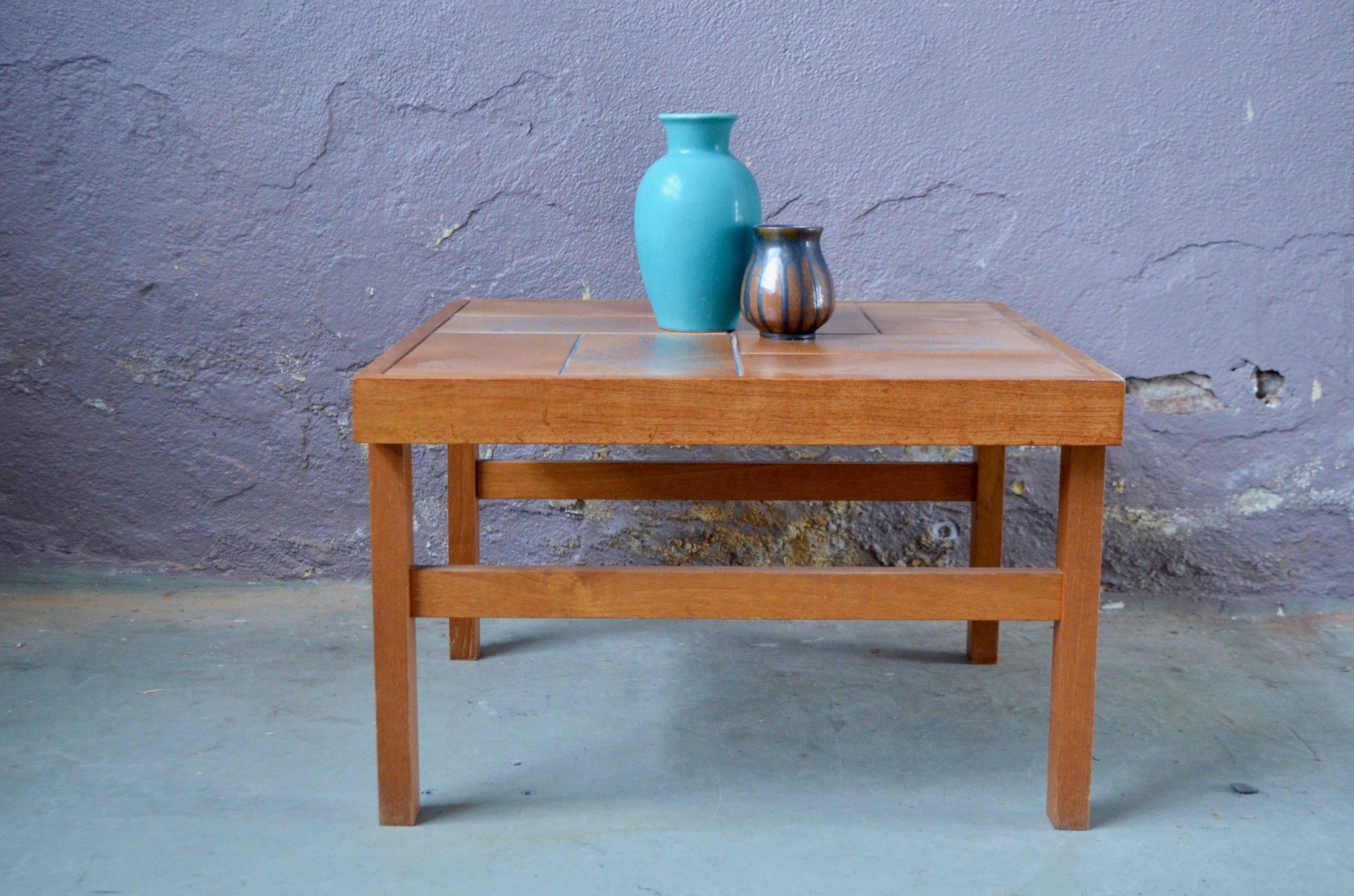 Table basse design scandinave danois Trioh brutaliste carreaux de grès céramique