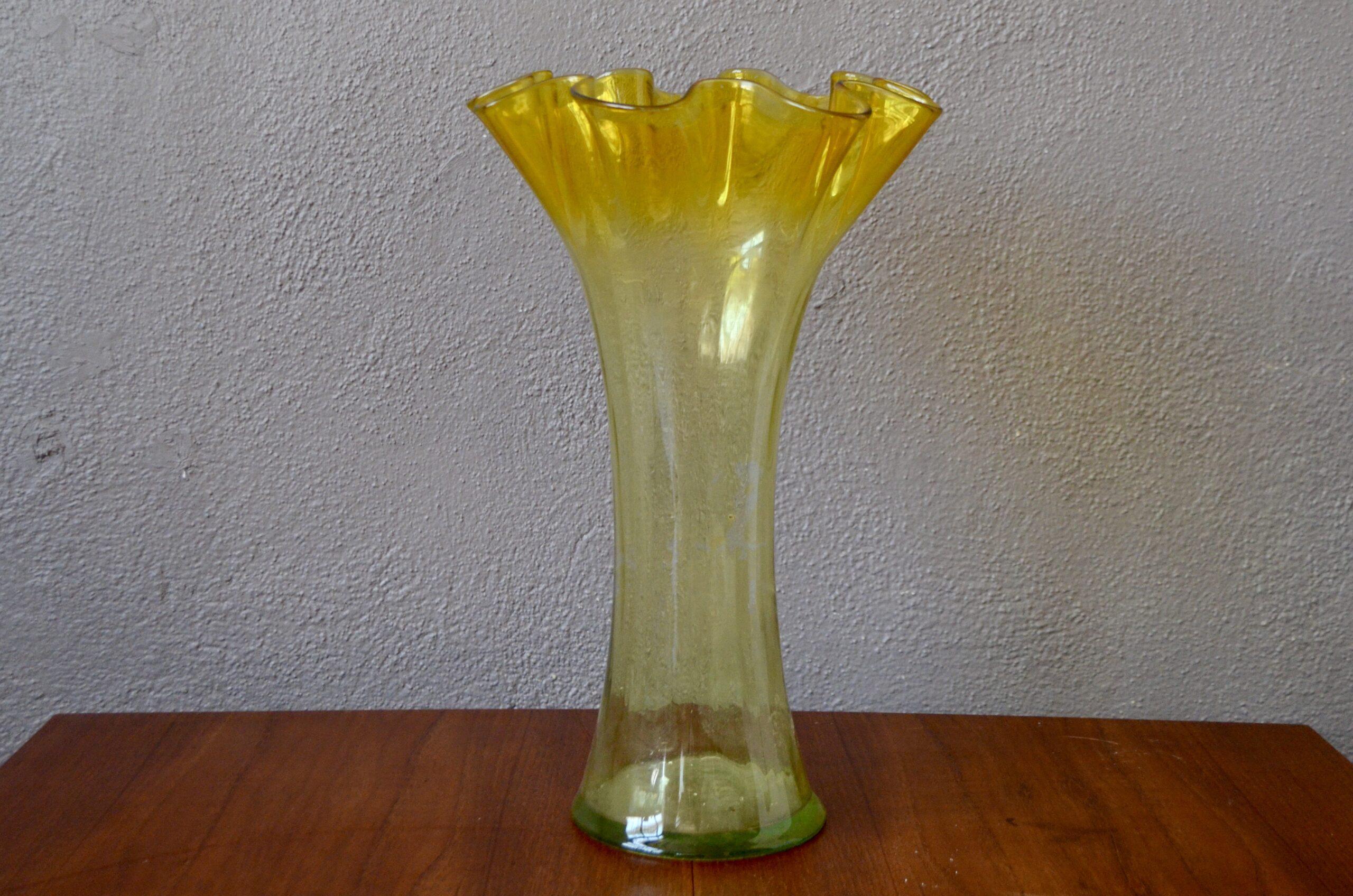 Vase corolle jaune en verre style vintage murano