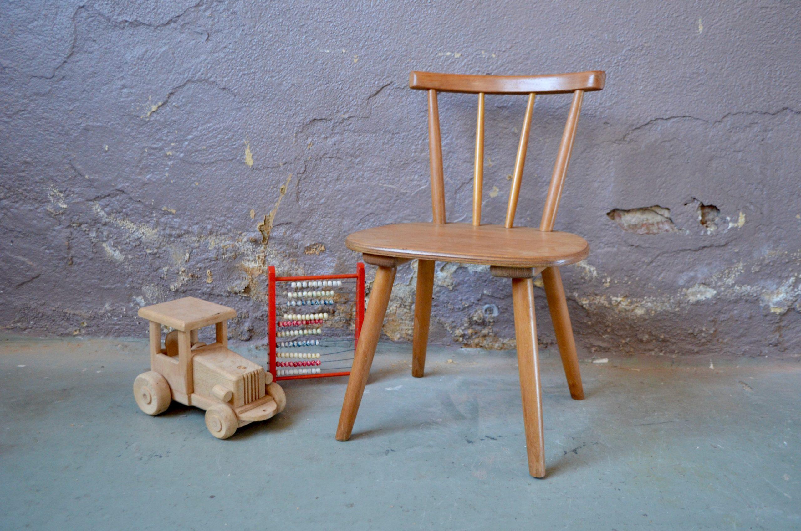 Chaise enfant mobilier chair scandinave bois clair nordique déco pieds compas bois clair design ancienne