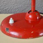 Dessinée par Christian Dell et fabriquée et distribuée dans les années 30 par l'entreprise Kaiser Dell, la lampe 6551 est une icône du design de l'entre deux guerre. Cette lampe de bureau est tout à fait dans les codes de production des années Bauhaus. Son design à l'allure sobre et élégante est basé sur la fonction d'éclairage, un esthétisme simple et efficace, et une facilité de production en série. Elle est réalisée en métal avec des pièces moulées et un minimum de soudures.