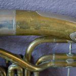 Tuba saxhorn ancien vintage rétro instrument de musique cuivre déco musique années 50 bohème curiosité brass instrument antic bohemian deco