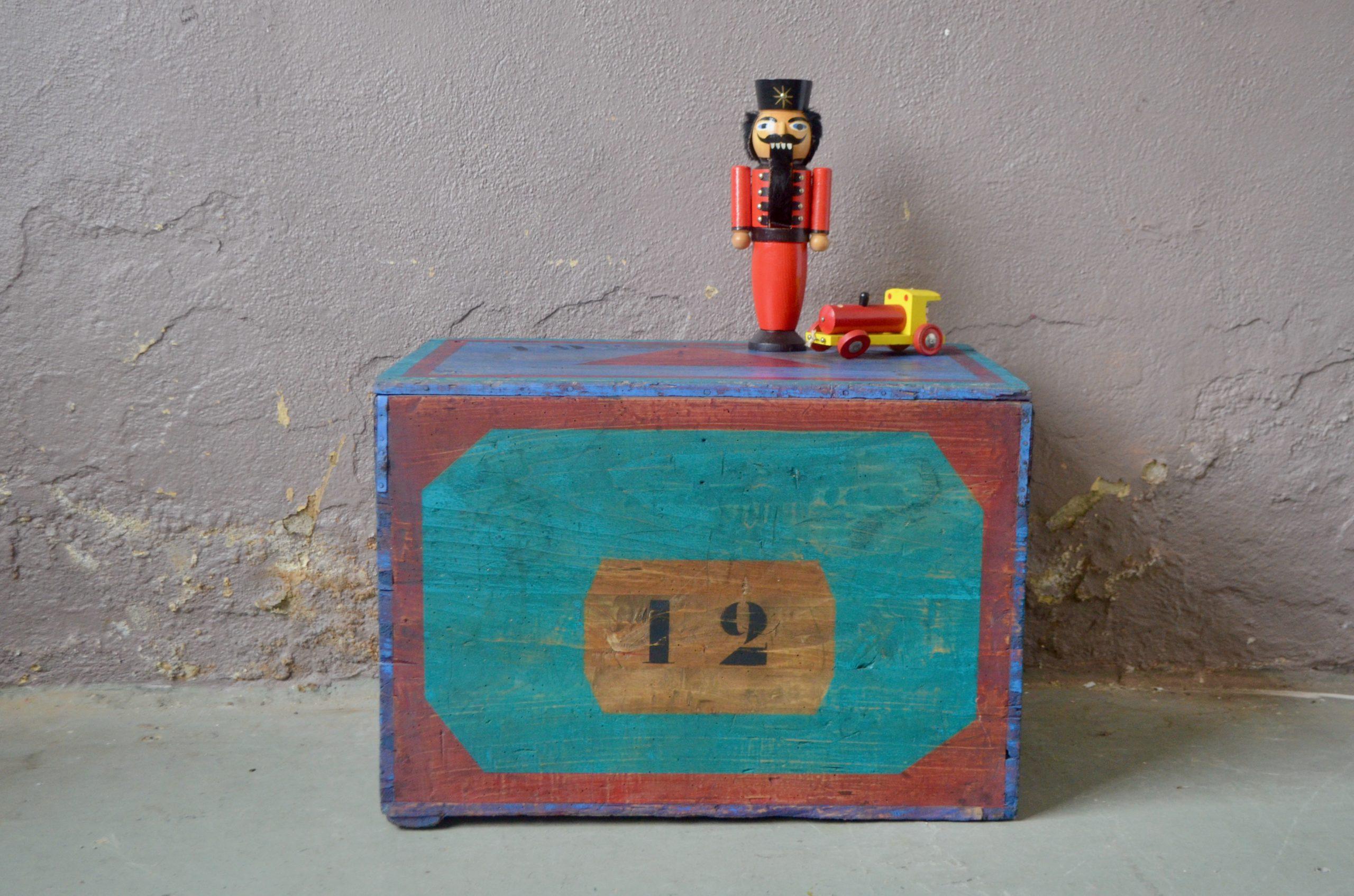 Coffre malle en bois caisse à jouets trésors déguisement enfant vintage rétro bohème patiné