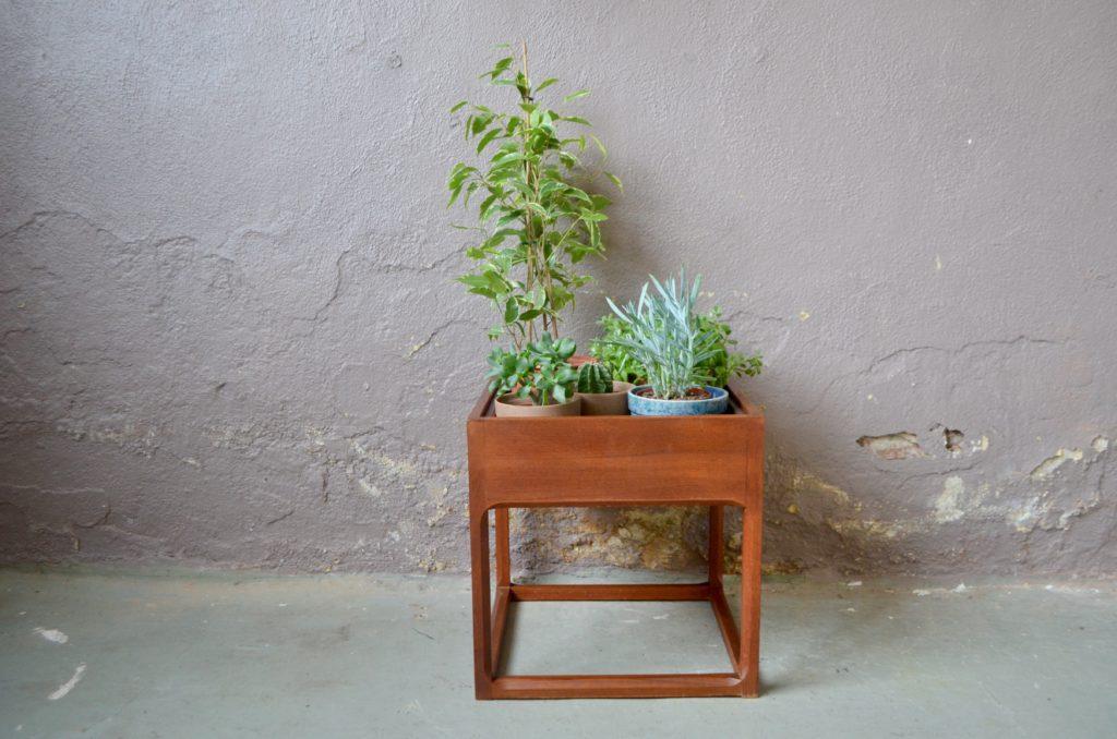 Jardinière danoise en teck