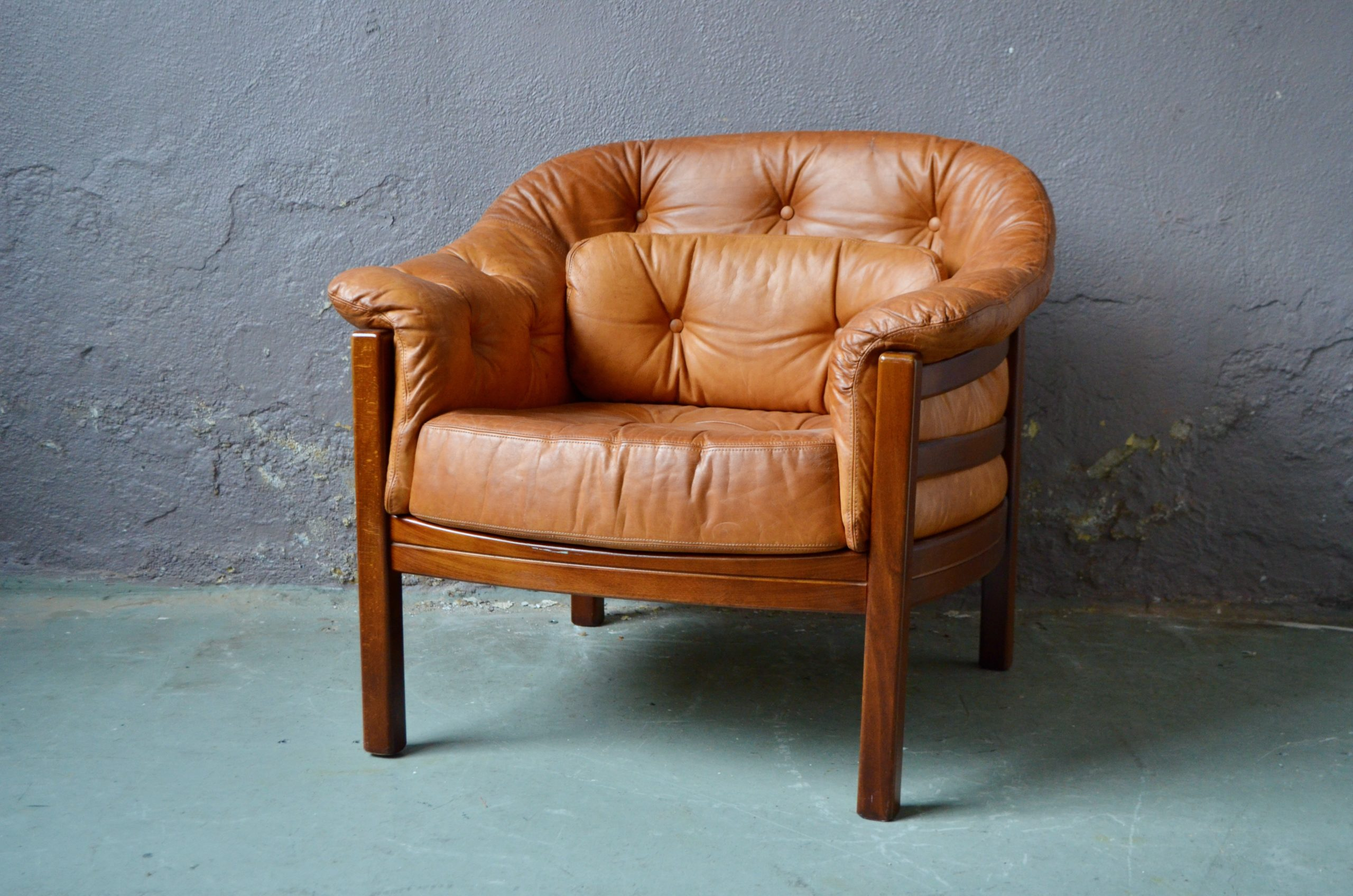Fauteuil club chesterfield scandinave ancien