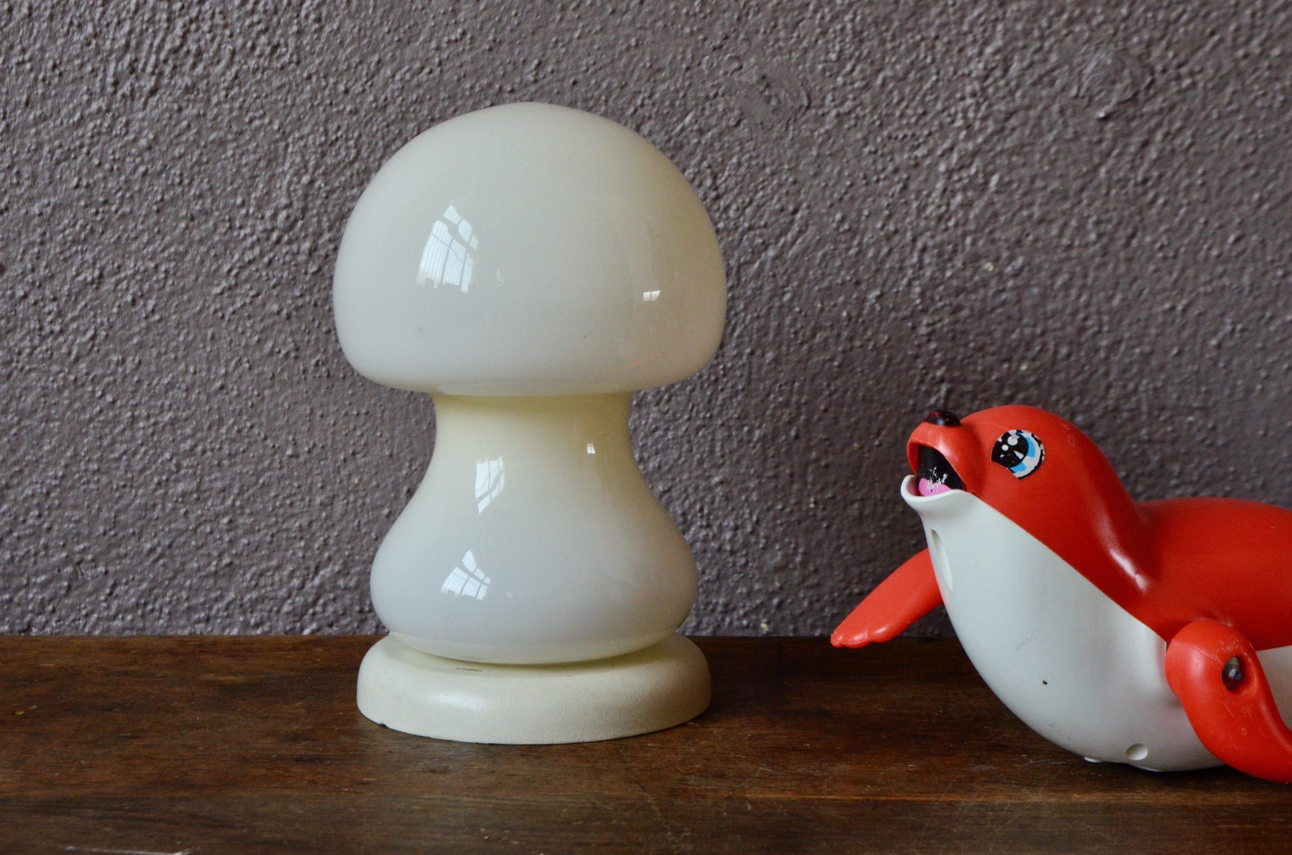 Lampe de table champignon en verre opalin ancien veilleuse