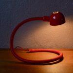 Lampe de bureau orientable space age années 70 vIsao Hosoe Hebi rouge Valenti