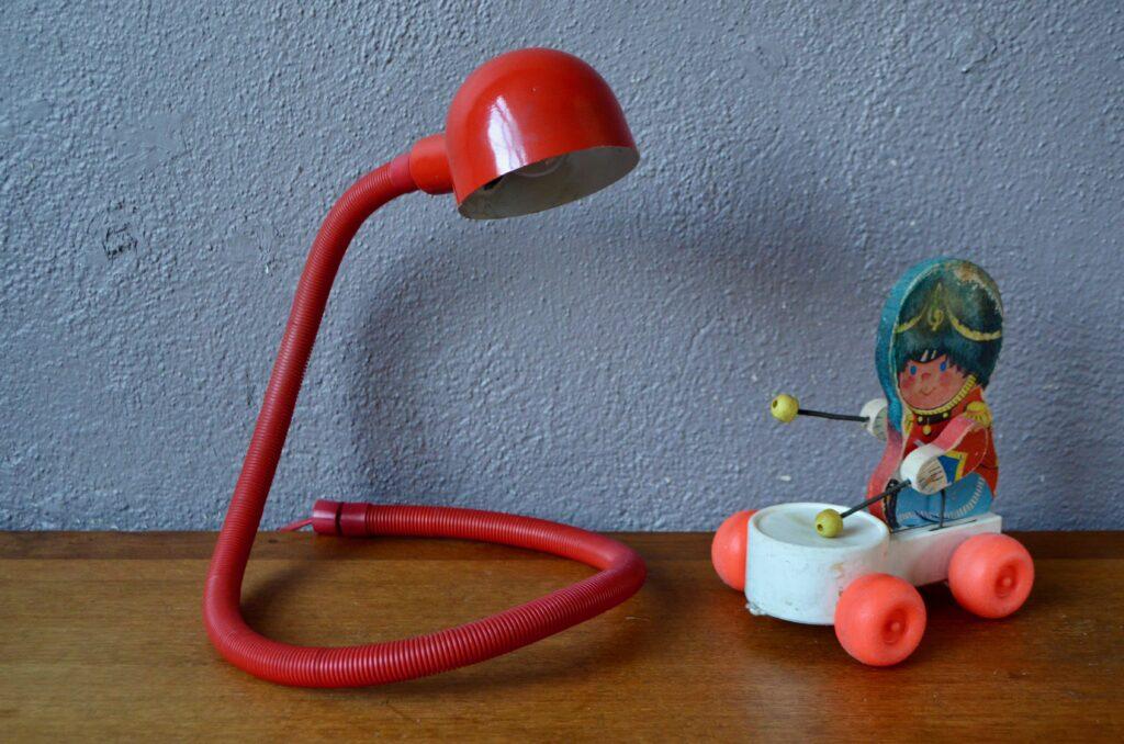 Lampe Hebi rouge d'Isao Hosoe