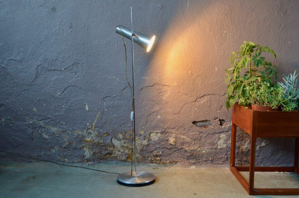 Lampe de sol moderniste Léanie