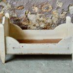Lit de poupée vintage Jouet en bois enfant idée cadeau petite fille garçon jeu ancien vintage