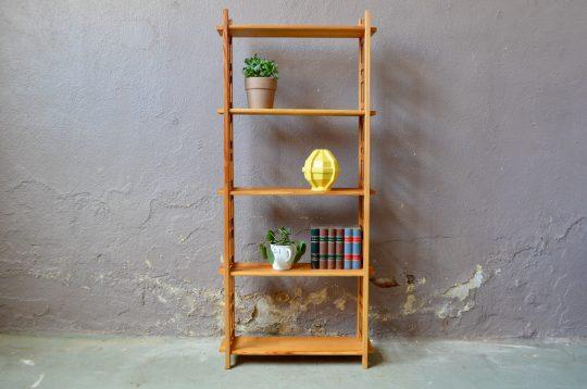 Petite étagère en bois démontable bibliothèque mobilier enfant années 70 déco de chambre rétro