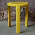 Tabouret jaune Metaloplastica Lucchese style memphis 1980 design italie